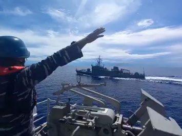 KRI Malahayati-362 latihan bersama dengan kapal perang Filipina