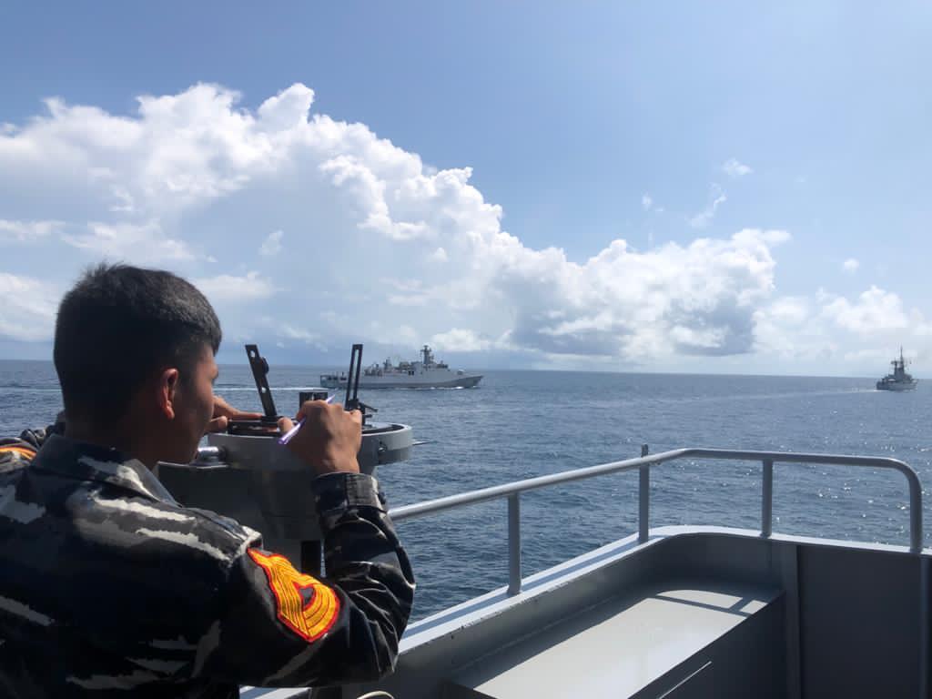 Taruna AAL latihan di kapal perang di perairan Karang Unarang
