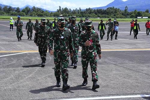 Wakasau tinjau shelter pesawat sukhoi di manado