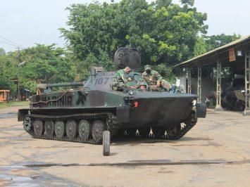kursus mengemudi tank PT-76M