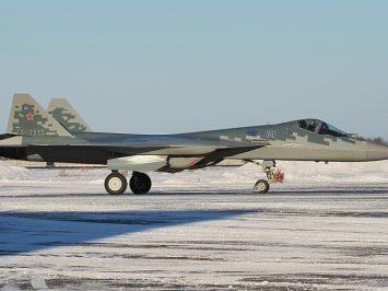 Su-57 seri produksi pertama