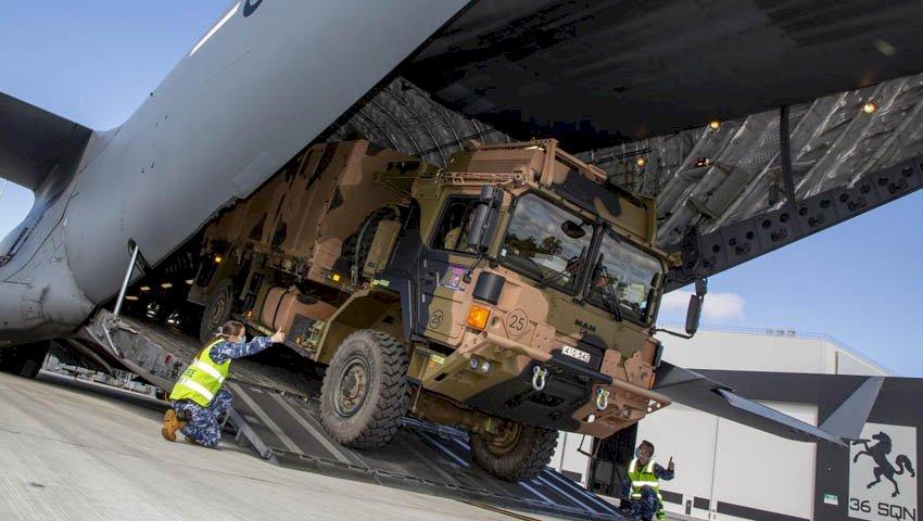 C-17A Globemaster angkut truk MAN M40