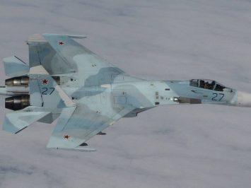 Latihan pertempuran udara Armada Baltik di atas laut