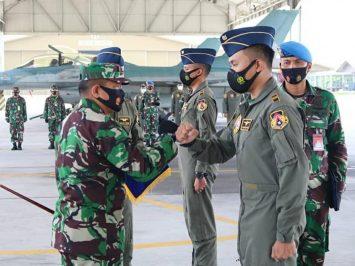 Dua penerbang Skadron Udara 16 Terbang Solo F-16