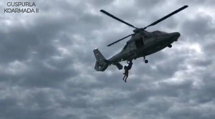 Latihan SAR Laut TNI AL dan Basarnas di Teluk Balikpapan