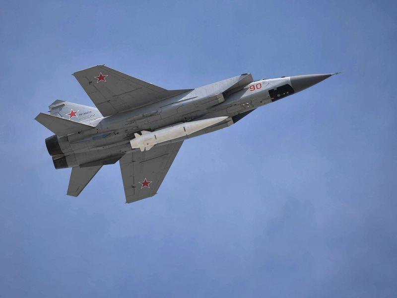 Mig-31K dengan rudal Kinzhal