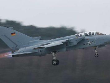 Tornado Luftwaffe 43-42 terbang lagi setelah 40 tahun