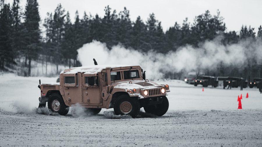 USMC latihan kemudikan kendaraan di salju Norwegia