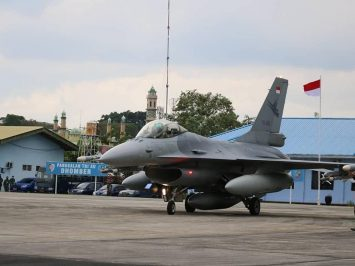 F-16 di Lanud Dhomber Balikpapan