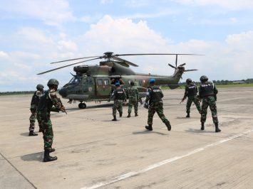 Simulasi Force Down Helikopter di Lanud Iswahjudi