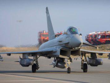 Typhoon FGR4 membawa rudal Storm Shadow