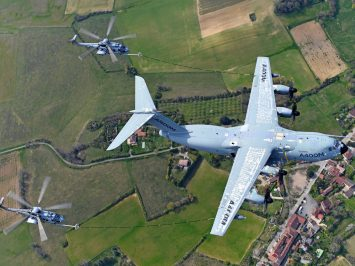A400M refules helicopters