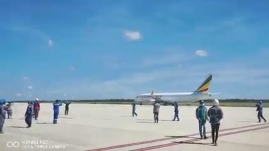 Boeing 737-800 Ethiopian Cargo mendarat di bandara yang salah
