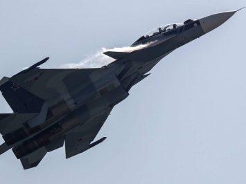 Su-30SM dan Su-24 lakukan pengeboman di Kaliningrad