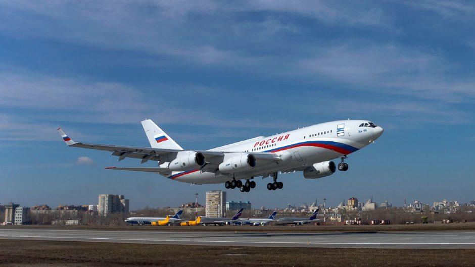 Pesawat kepresidenan terbaru Rusia Il-96-300 terbang perdana