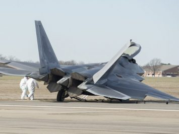F-22 Raptor tergelincir