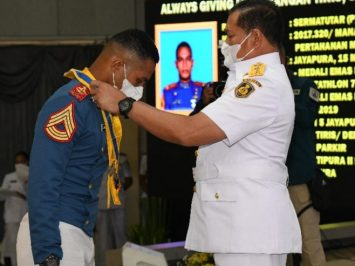 Adhi Makayasa AAL Angkatan 66 anak juru parkir di Papua