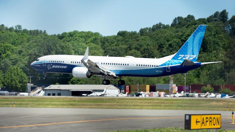 Boeing 737-10