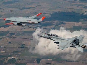 Pertama kalinya, Stingray sukses susui Super Hornet di angkasa