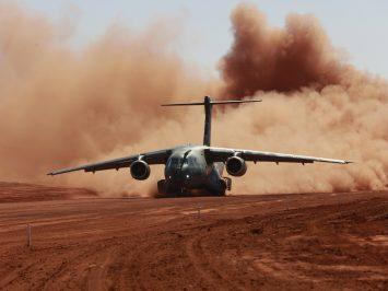 C-390 uji landasan tak beraspal