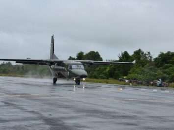 NC-212i mendarat perdana di Bandara Liku