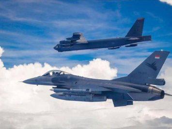F-16 TNI AU dan B-52