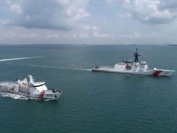 KN Pulau Dana-323 dan USCG Munro-755