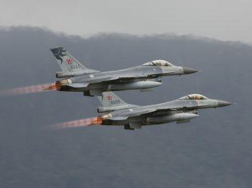 Taiwan F-16s